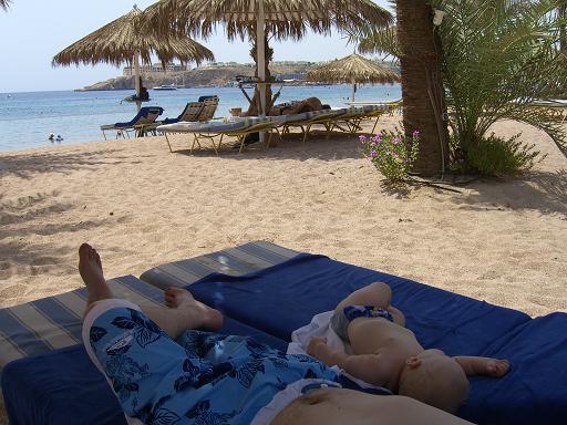 семейный отдых на море по-мужски:)