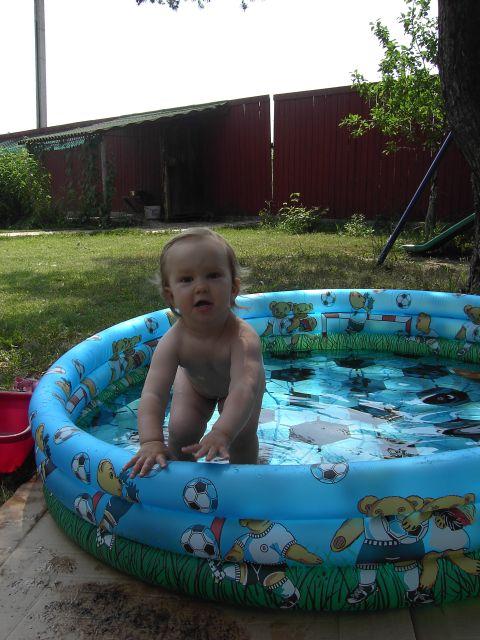 Пап, иди со мной поплаваем...