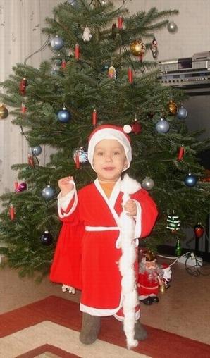 Дед Мороз и Новый год в одном костюме