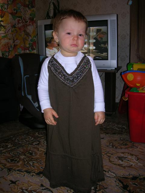 Мама, я же мальчик, сними с меня это ужасное платьееее...